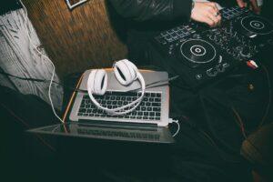 Los 5 mejores programas para DJs principiantes